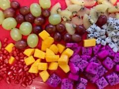 חותכים פירות בצורה דקורטיבית
