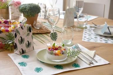 שולחן טרופי חגיגי במיוחד. צילום: אורטל טרביטש עזוז
