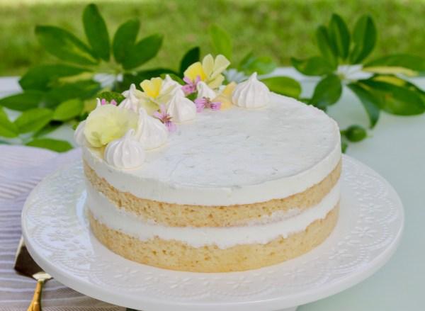 לבנה וחגיגית - עוגת גבינה לימונית