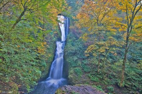columbia gorge waterfall ls autumn