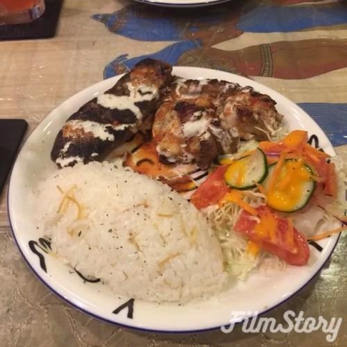 エジプト料理ピラミットで晩御飯。モロヘイヤスープ→ファラフェル→ババガヌージュ→ミックスグリルといつものメニュー。遠く中東の味なのに、なぜか日本人にもハマる味、お近くにお越しの際は是非。阪急中津駅からスグ#パクチーは留守番