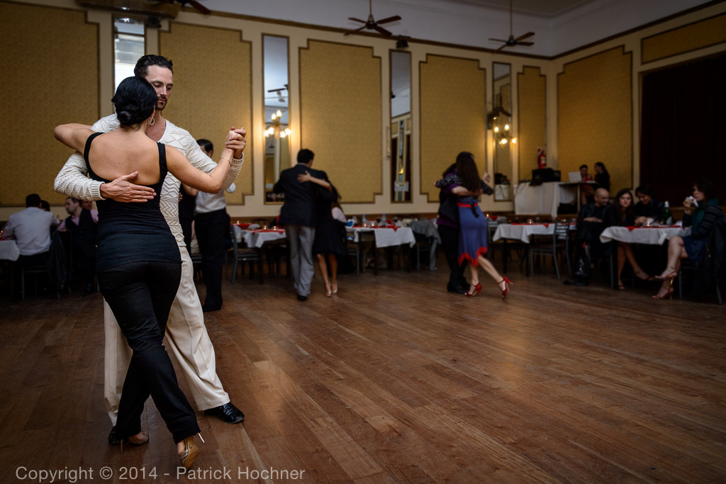 Tango dans une Milonga, Buenos Aires