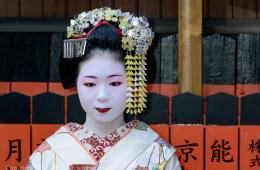 Tea Ceremony by Maiko, Kyoto, Japan