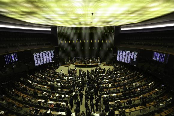 Brasília - Sem acordo para votação da Proposta de Emenda à Constituição da Reforma Política (PEC 77/03), sessão da Câmara foi encerrada (Fabio Rodrigues Pozzebom/Agência Brasil)