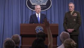 O anúncio da nova estratégia foi feito no Pentágono pelos generais James Mattis (centro) e Joseph Dunford