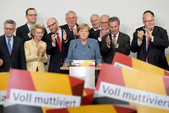 Primeira-ministra alemã, Angela Merkel, discursa após garantir quarto mandato
