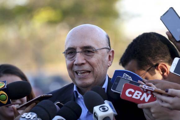 Brasília - O ministro da Fazenda, Henrique Meirelles fala à imprensa após almoço com o presidente Michel Temer (Wilson Dias/Agência Brasil)