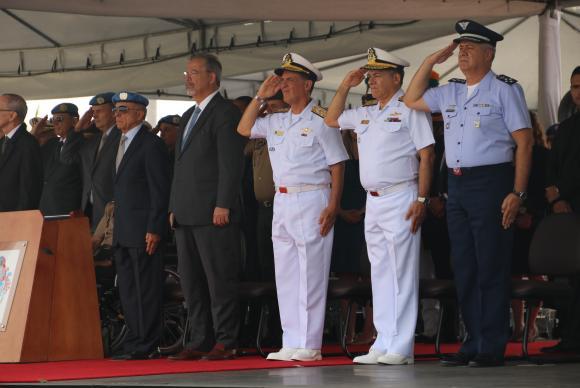 No Rio de Janeiro, ministro Raul Jungmann diz que não há qualquer possibilidade de intervenção militar o país