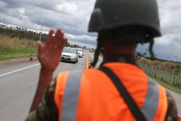 Brasília - Departamento Nacional de Infraestrutura de Transportes (DNIT) e Exército realizam quarta etapa da Pesquisa de Origem e Destino para levantar dados sobre as condições de tráfego nas rodovias brasileiras (