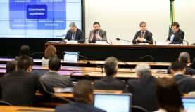 Brasília - O secretário de Orçamento Federal do Ministério do Planejamento, George Alberto, e o ministro do Planejamento, Dyogo Oliveira, participam de audiência pública na Comissão Mista de Orçamento (Marcelo C