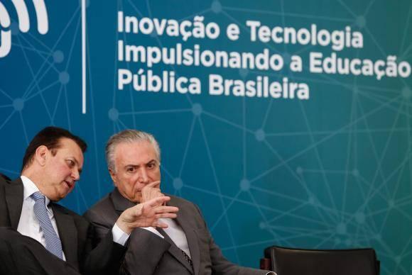 Brasília - O ministro de Ciência e Tecnologia e o presidente Michel Temer durante a cerimônia de lançamento da Política de Inovação - Educação Conectada (Alan Santos/PR)