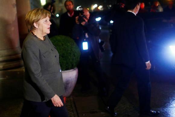 Chanceler da Alemanha, Angela Merkel, deixa negociações de coalizão, em Berlim 17/11/2017 REUTERS/Hannibal Hanschke
