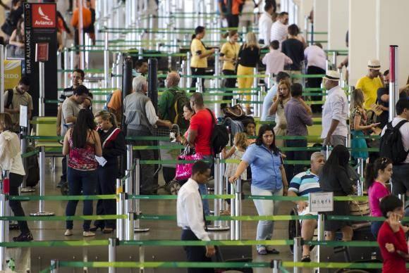 Brasília - Movimento no aeroporto de Brasília antes do feriado de Carnaval. (Marcelo Camargo/Agência Brasil)