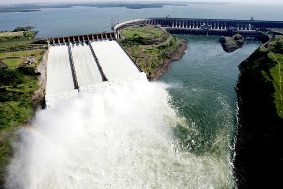 Usina de Itaipu quebra próprio recorde de geração de energia elétrica