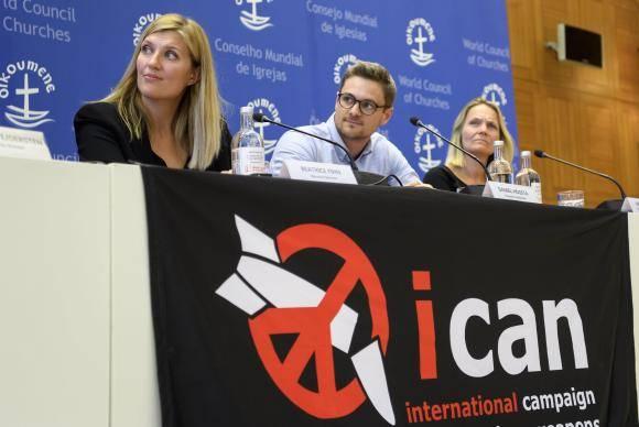 O Comitê de direção da Ican dá uma coletiva de imprensa depois da organização de ter sido premiada como o Prêmio Nobel da Paz