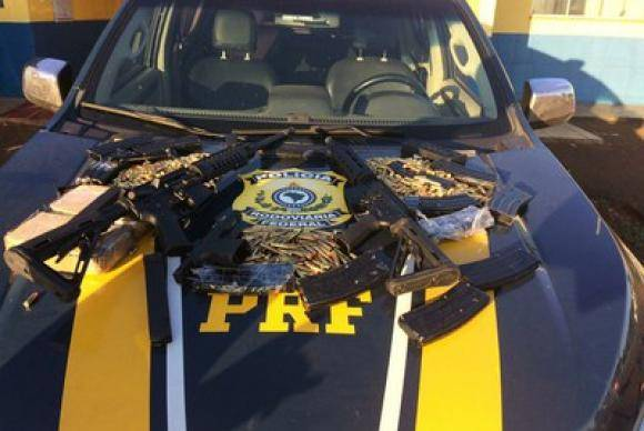 Polícia Rodoviária Federal apreende fuzis, uma pistola e mil munições no interior do Paraná
