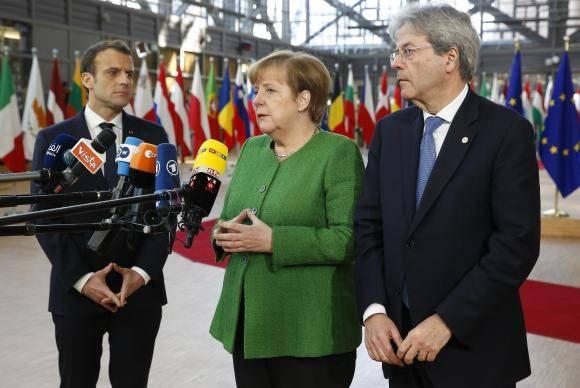 Angela Merkel e Macron (à esquerda) exigem a intermediação de Putin para o cessar fogo na Síria