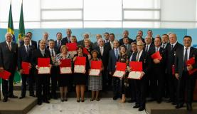 Brasília - O presidente Michel Temer participa da cerimônia de entrega da Medalha de Mérito Oswaldo Cruz, no Palácio do Planalto ( Beto Barata/PR)