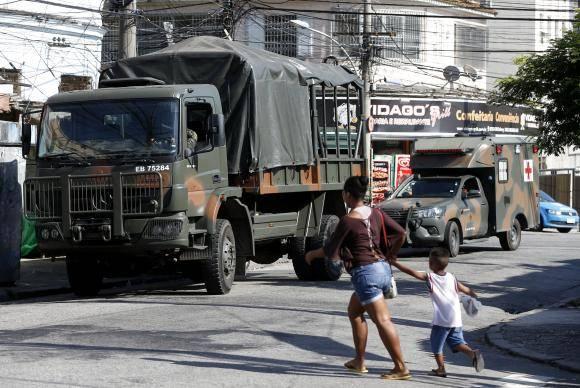 Rio de Janeiro - Operação do Comando Conjunto das forças de segurança no Complexo do Lins, zona norte da cidade (Tânia Rêgo/Agência Brasil)