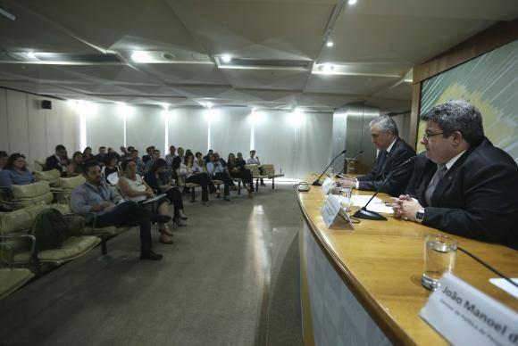 Brasília - O secretário de Coordenação e Governança das Empresas Estatais, Fernando Soares concede entrevista à imprensa (Valter Campanato/Agência Brasil)