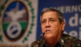 Rio de Janeiro - O interventor federal na segurança pública do Rio de Janeiro, general Walter Braga Netto, concede entrevista à imprensa (Tânia Rêgo/Agência Brasil)