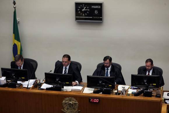 Brasília - Quinta Turma do Superior Tribunal de Justiça (STJ) começa a julgar pedido do ex-presidente Luiz Inácio Lula da Silva para evitar prisão após segunda instância (José Cruz/Agência Brasil)