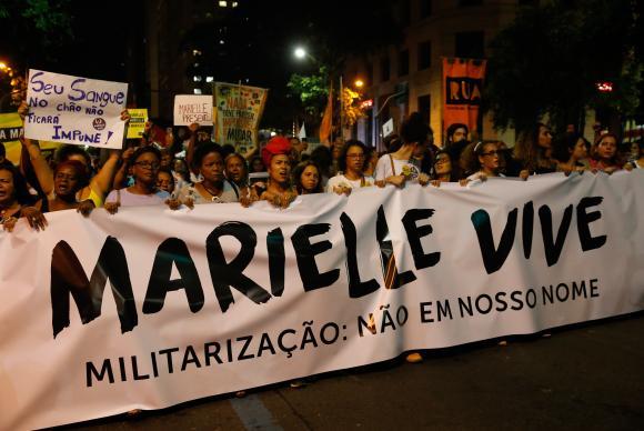 Rio de Janeiro - Passeata em homenagem à vereadora Marielle Franco, e seu motorista Anderson Pedro Gomes, no centro da cidade (Fernando Frazão/Agência Brasil)