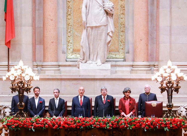 Parlamento português comemora 44 anos da Revolução dos Cravos