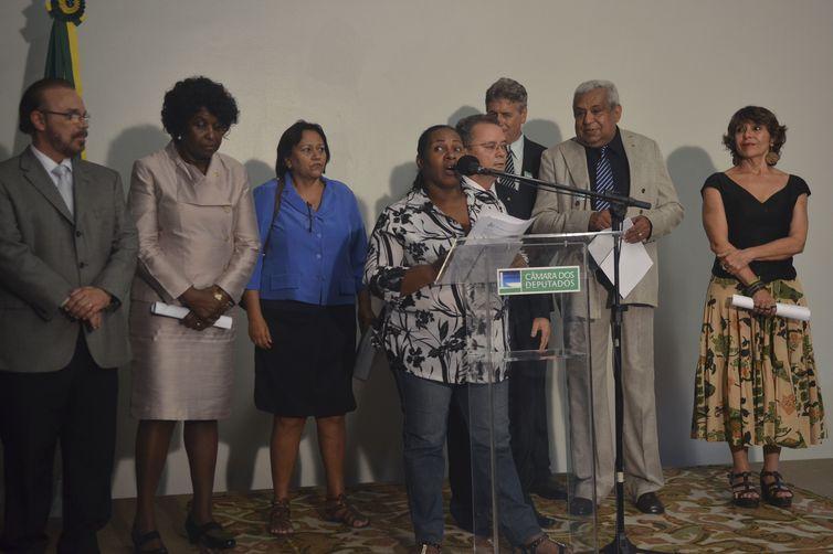 Brasília - Comissão de Legislação Participativa promove ato público para celebrar um ano da promulgação da PEC das Domésticas e alertar para pontos importantes que faltam ser regulamentados (José Cruz/Agência Brasil)