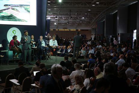 Brasília - O representante do Ministério da Integração Nacional Rafael Silveira, durante sessão sobre segurança de barragens, identificação e monitoramento de riscos e desenvolvimento de planos de contingência, no 8º Fórum Mundial da Água