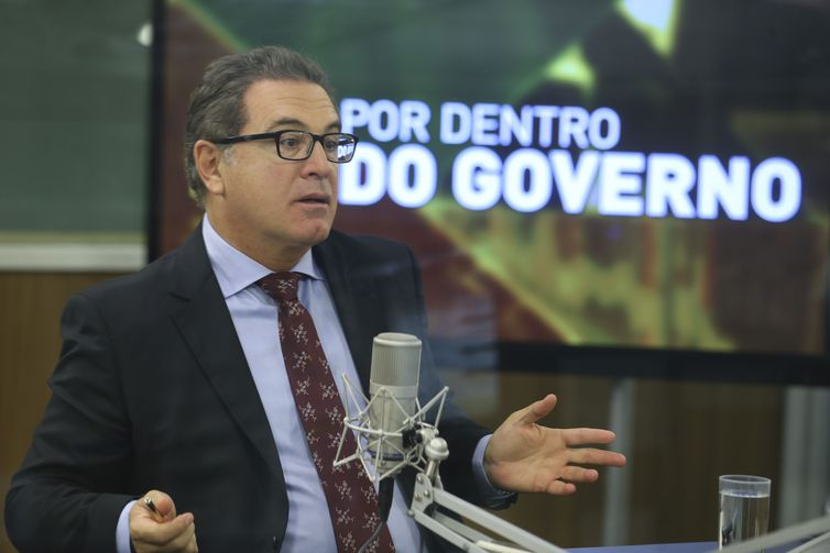 O ministro do Turismo, Vinicius Lummert durante entrevista ao programa Por Dentro do Governo.