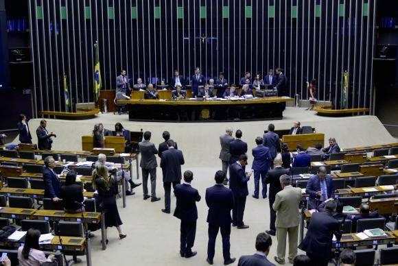 Brasília - Plenário da Câmara dos Deputados realiza sessão para tentar votar aumento de penas para pirataria (Wilson Dias/Agência Brasil)