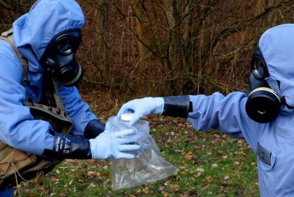 Especialistas da Opaq recolheram amostras ambientais e das três vítimas do ataque químico no Reino Unido