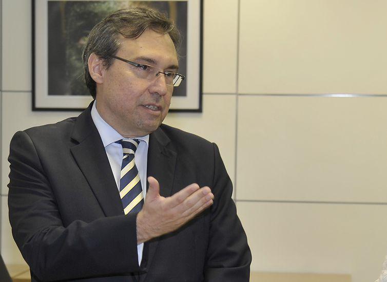 Brasília - O embaixador Alexandre Parola, 52 anos, assume hoje (2) a presidência da Empresa Brasil de Comunicação (EBC). Parola assume no lugar do jornalista Laerte Rimoli.
