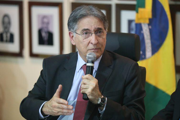 Brasília - O governador de Minas Gerais, Fernando Pimentel, durante assinatura de acordo de cooperação com o Ministério da Justiça e Segurança Pública (Fabio Rodrigues Pozzebom/Agência Brasil)