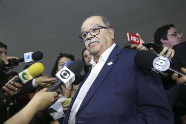 O presidente da Associação Brasileira dos Caminhoneiros (Abcam), José da Fonseca Lopes, fala à imprensa, no Palácio do Planalto.