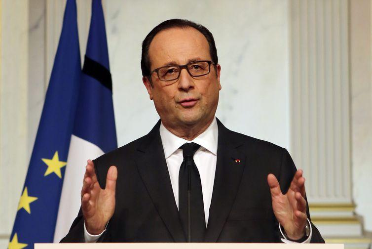 Em pronunciamento aos franceses, Hollande elogia da ação da polícia, mas diz que ameaças ainda não acabaram (EPA/Agência Lusa/Remy de la Mauviniere/Direitos Reservados)