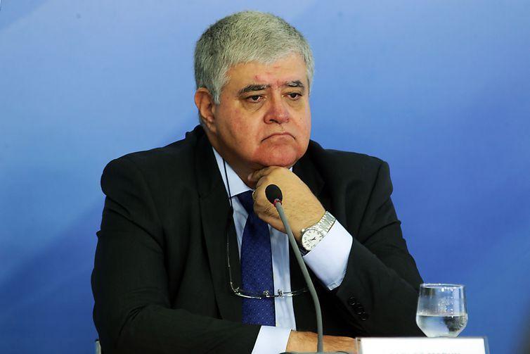 O ministro da Secretaria de Governo, Carlos Marun, fala à imprensa após reunião do gabinete de monitoramento criado para acompanhar o movimento dos caminhoneiros.