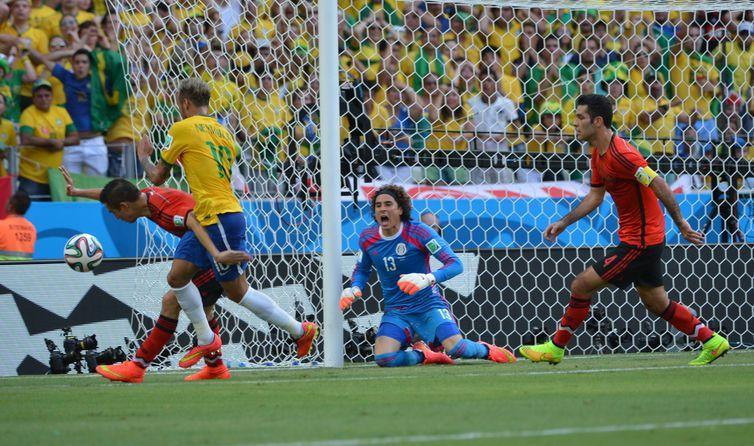 A seleção brasileira não conseguiu vencer a defesa mexicana, principalmente o goleiro Ochoa, e ficou no 0 x 0 (Marcello Casal Jr/Agência Brasil)