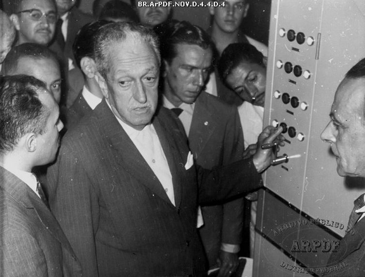 31/05/1958 - Israel Pinheiro na inauguração da Rádio Nacional de Brasília (Acervo Arquivo Público do Distrito Federal)