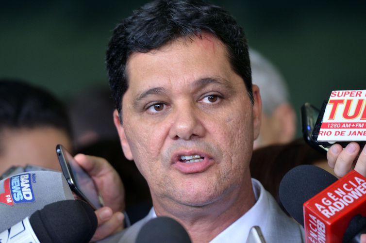 Brasília - O senador Ricardo Ferraço fala à imprensa após filiar-se ao PSDB em cerimônia na liderança do partido no Senado. O senador deixou o PMDB (Antonio Cruz/Agência Brasil)