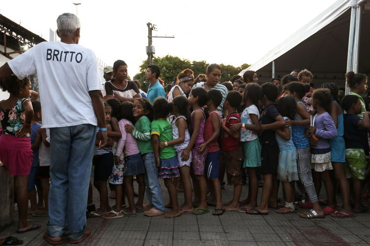 Imigrantes venezuelanos são abrigados em instalações provisórias em Boa Vista.