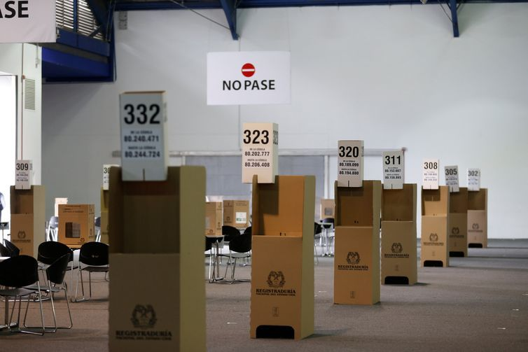 Ballot boxes are seen at an electoral polling station ahead of June 17 second round of presidential election in Bogota, Colombia, June 16, 2018. REUTERS/Luisa Gonzalez