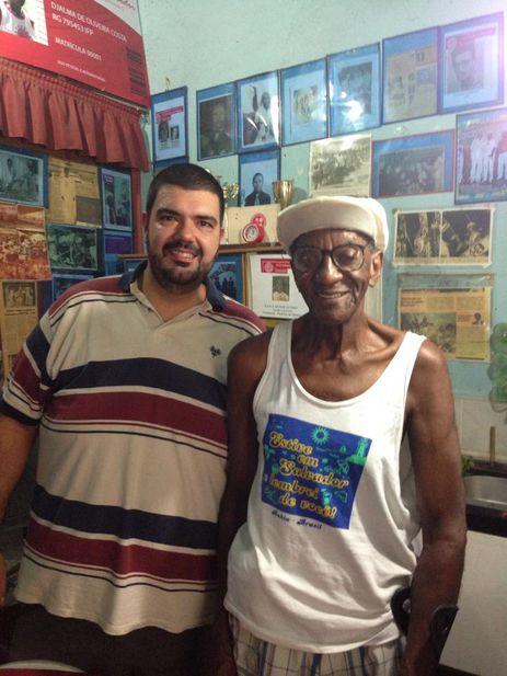 Rafael Lo Re, um dos fundadores do agrupamento Glória ao Samba, e Djalma Sabiá, primeira fonte da velha guarda de sambistas.