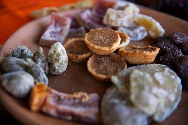 Doces típicos feitos pelas Mulheres Coralinas durante oficina de gastronomia.