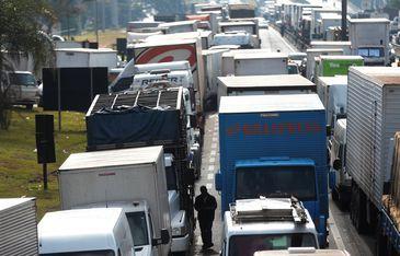 Caminhoneiros protestam contra o aumento do diesel na Rodovia Régis Bittencourt, em São Paulo REUTERS/
