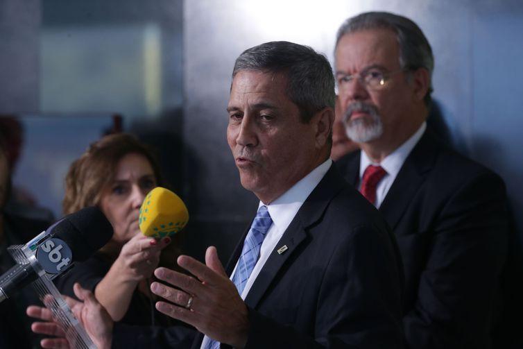 Entrevista coletiva do ministro da Defesa, Raul Jungmann e do interventor federal na Segurança Pública no Estado do Rio de Janeiro, general do Exército Walter Souza Braga Netto.