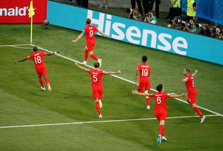 Copa 2018: Inglaterra e Tunísia. Comemoração do segundo gol da Inglaterra.