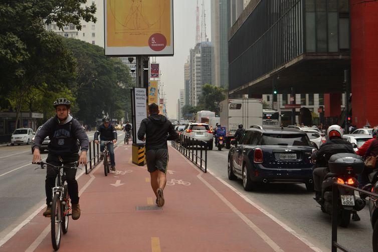 Ciclovia na Avenida Paulista, região central de São Paulo.