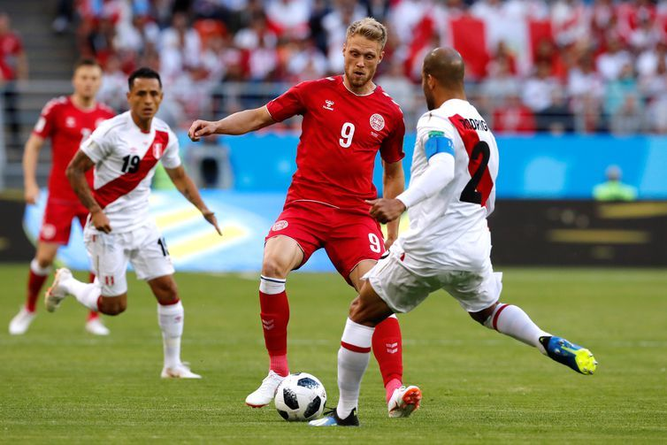 Copa 2018: Peru e Dinamarca. Nicolai Jorgensen da Dinamarca em ação.